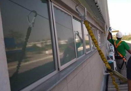 Instalações de equipamentos de climatização em alturas exigem proteção