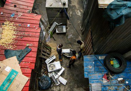 """Filme angolano """"Ar-condicionado"""" tem trama central através de aparelhos que despencam das paredes"""