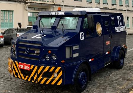 Carro-forte da Mercedes-Benz recebe primeiro sistema AC automotivo elétrico do mundo